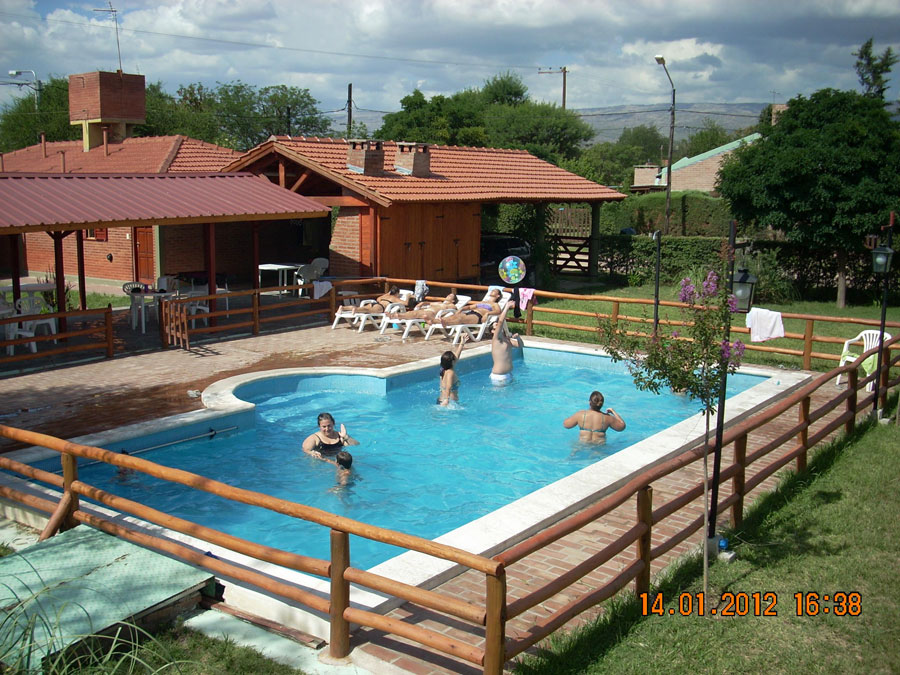 Villa sol caba as mina clavero for Complejo rural con piscina