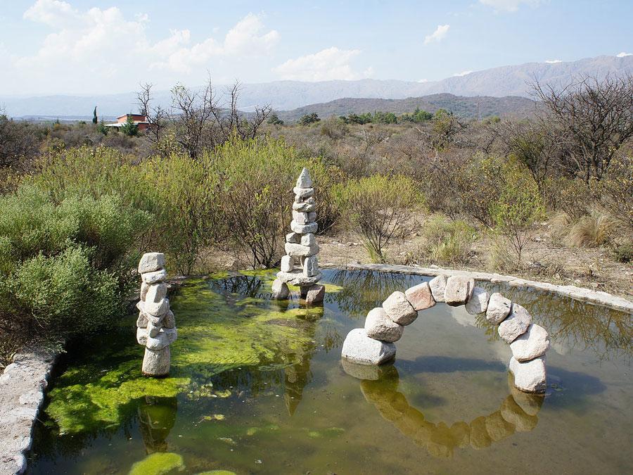 Sendas de piedra espacio art stico ecol gico for Estanque ecologico