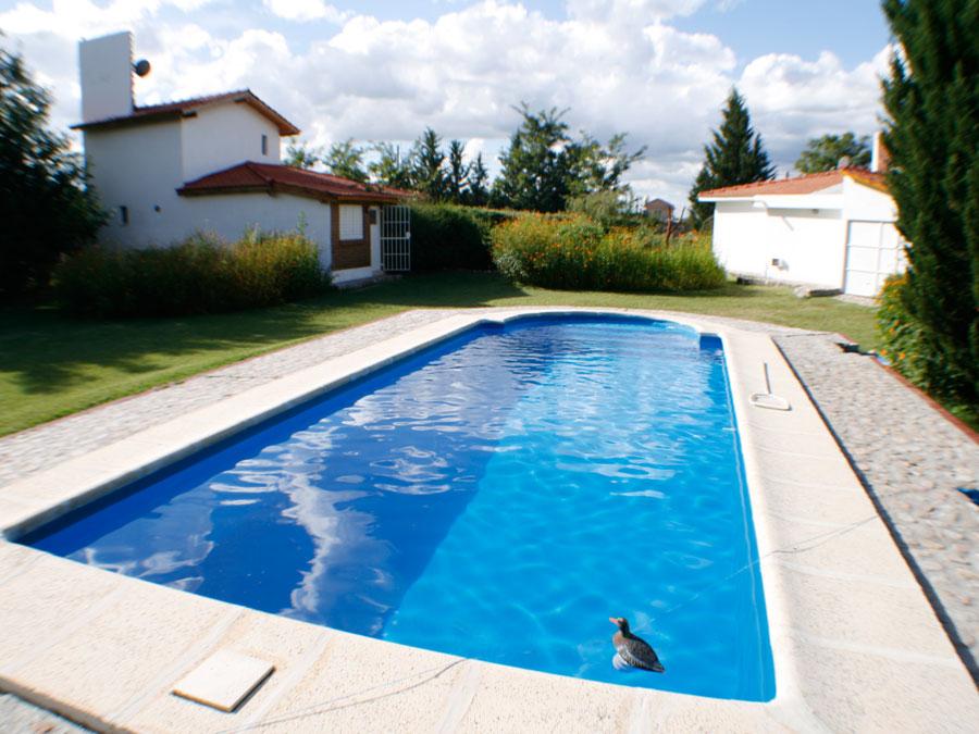 Oportunidad 2 chalet con piscina y entrada independiente for Entrada piscina