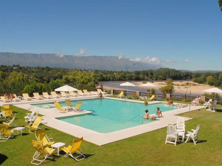 Balc n del r o hotel de campo y caba as mina clavero for Hotel con piscina en cordoba