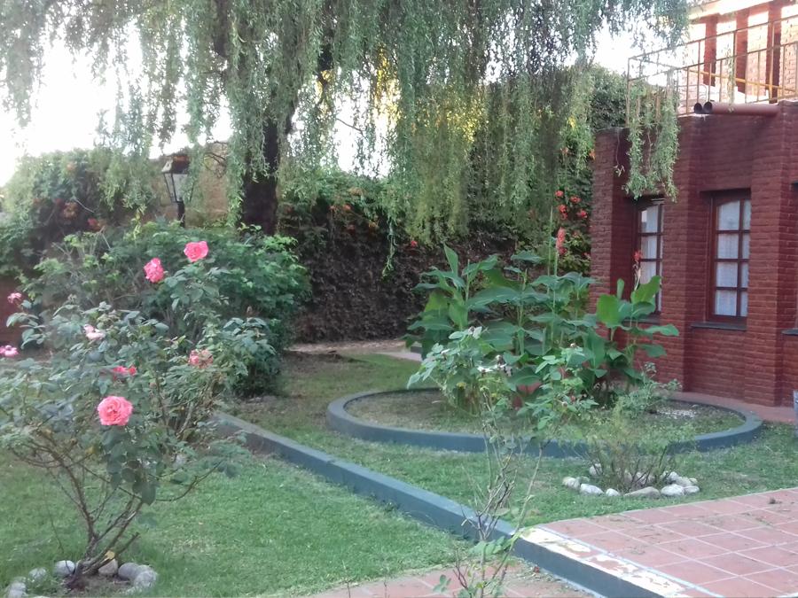 Los c ntaros hoster a villa cura brochero for Jardin 50 neuquen