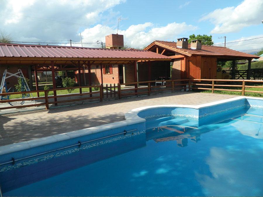 Inmobiliaria riege complejo de caba as calle merlo v s for Complejo rural con piscina